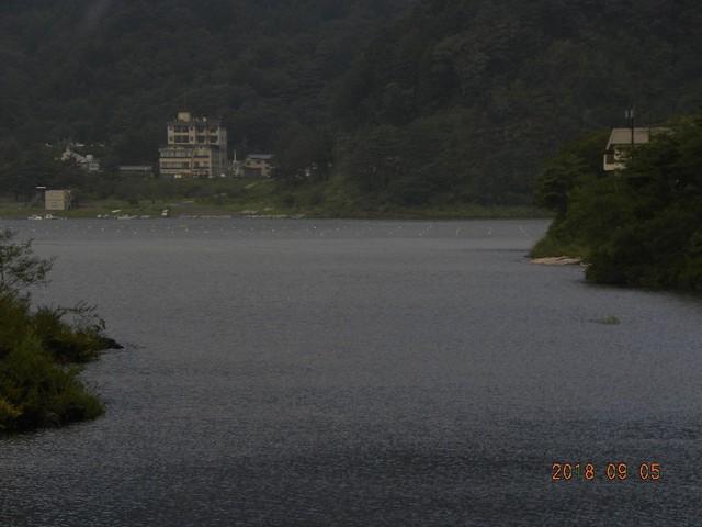 180905-2台風明湖畔荘前小島隠れる③